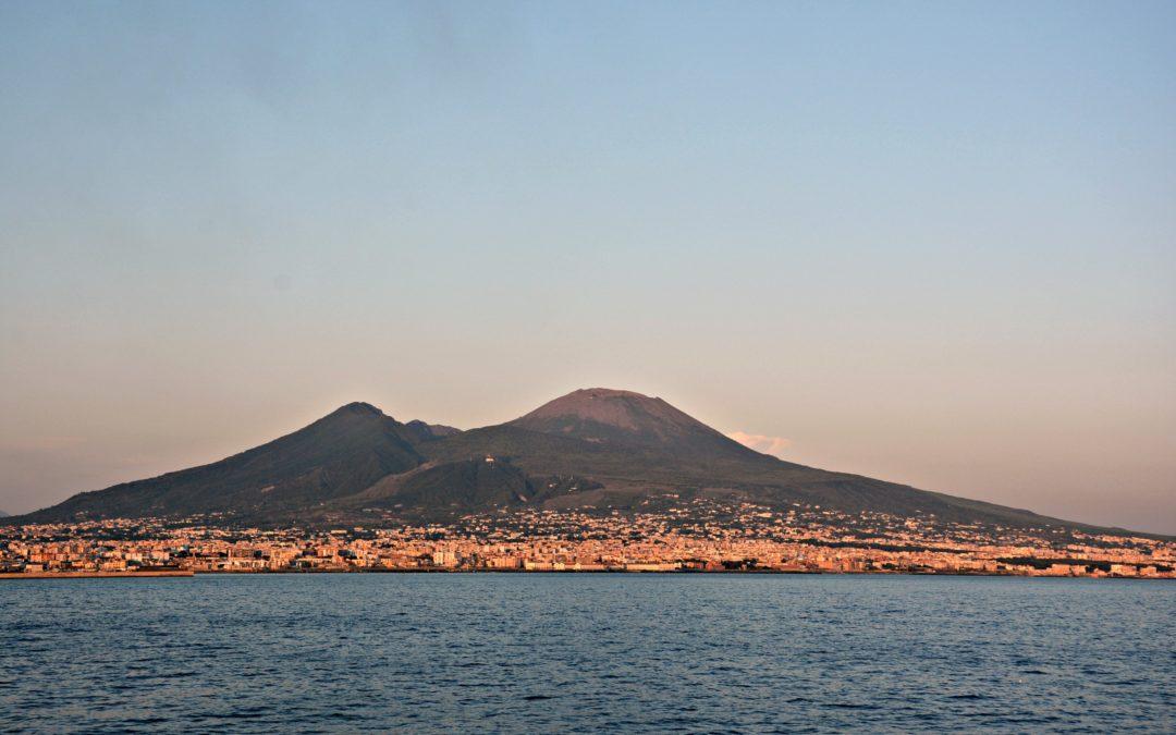 In caso di eruzione del Vesuvio anche la Calabria sarà in prima linea  Approvato il piano di evacuazione con le destinazioni