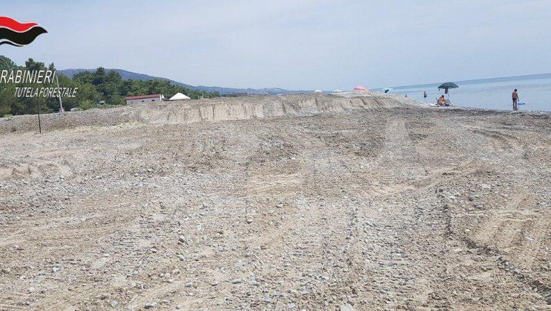 Spiaggia sbancata e rischio erosione costieraArea sequestrata e due denunce nel Cosentino