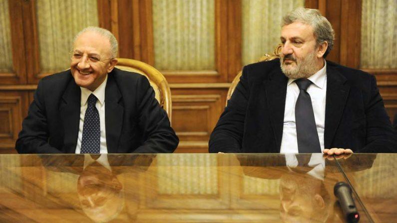 Governatori socialmente utili: Chi sceglie Facebook, chi TwitterNel Mezzogiorno testa a testa tra Emiliano e De Luca