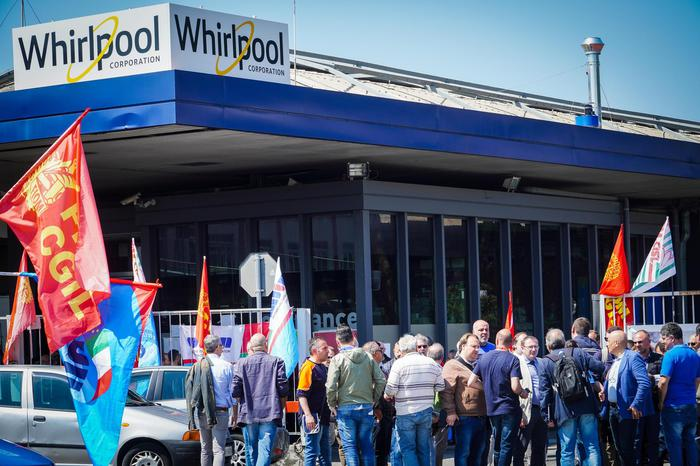 Whirlpool, governo in campo