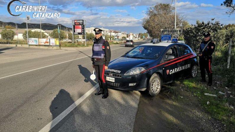 Rubano autocarro in azienda agricola del CatanzareseUn reggino arrestato dopo un inseguimento