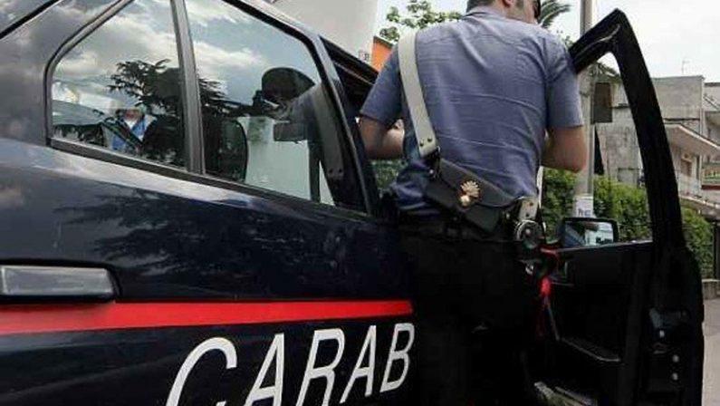 Minaccia di uccidere la moglie con un'accettaArrestato nel Vibonese dopo una violenta aggressione
