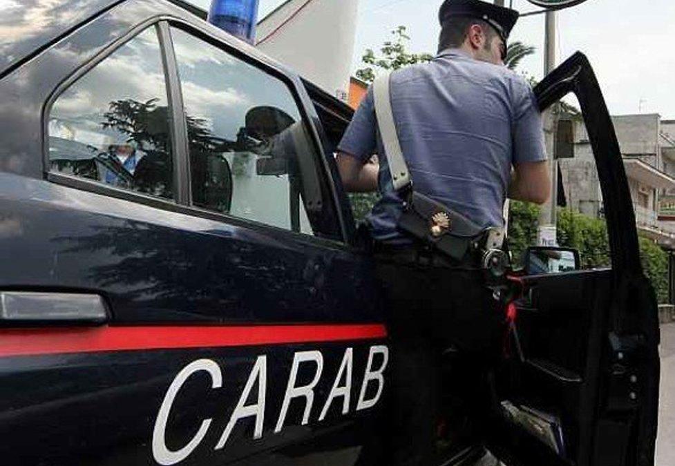 Minaccia di uccidere la moglie con un'accetta  Arrestato nel Vibonese dopo una violenta aggressione