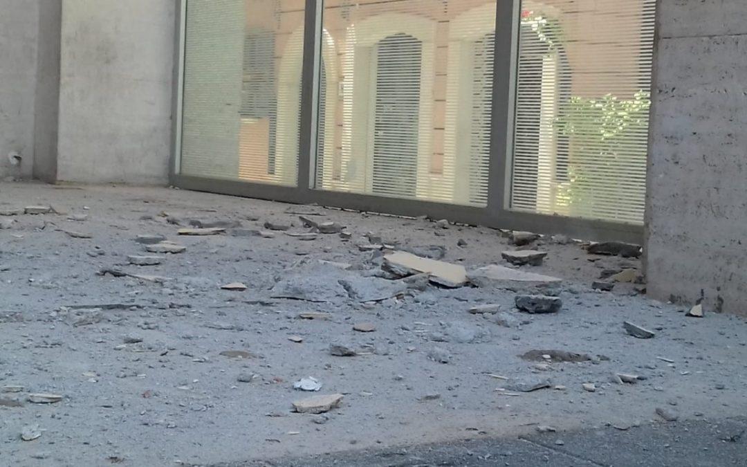 Crolla un pezzo di soffitto, tragedia sfiorata in un bar del centro di Potenza