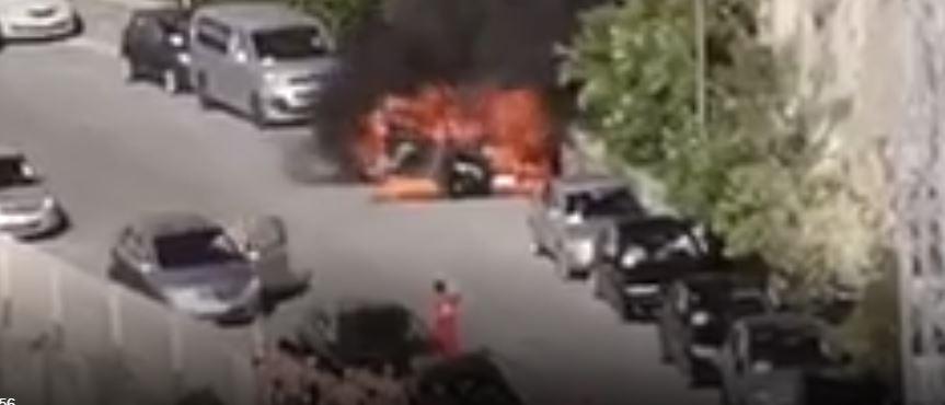 Autovettura in fiamme sul lungomare di Tropea vicino alla spiaggia affollata
