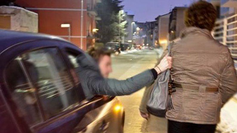 Napoli, scippi e rapine senza scendere dalla sua auto