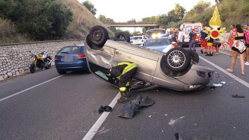 Incidente stradale sulla statale 106 nel CatanzareseTre auto coinvolte e una ribaltata. Traffico in tilt