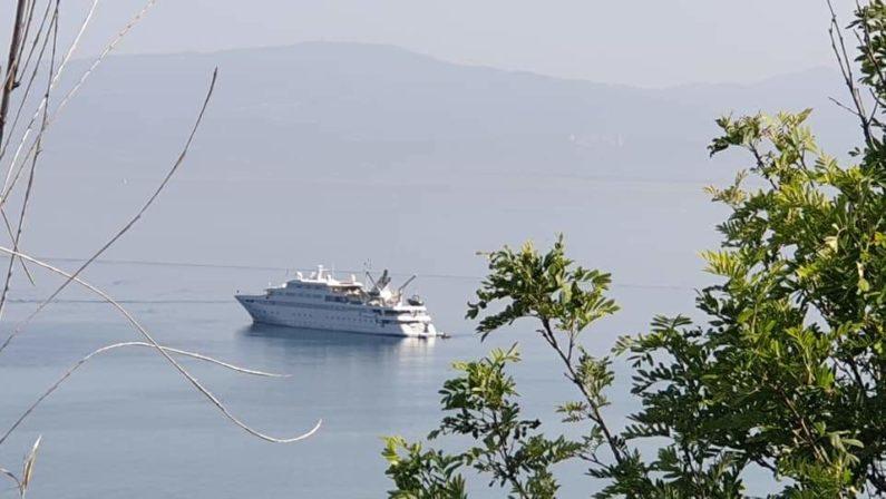 """A Vibo i gioielli del mare: arrivato un superyacht  Il lusso del """"My Lauren"""" da 65 milioni di euro"""