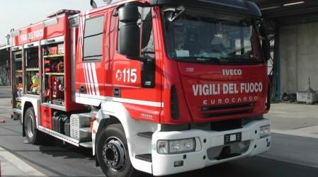 Si apre voragine, precipita camion: tragedia sfiorata nel napoletano