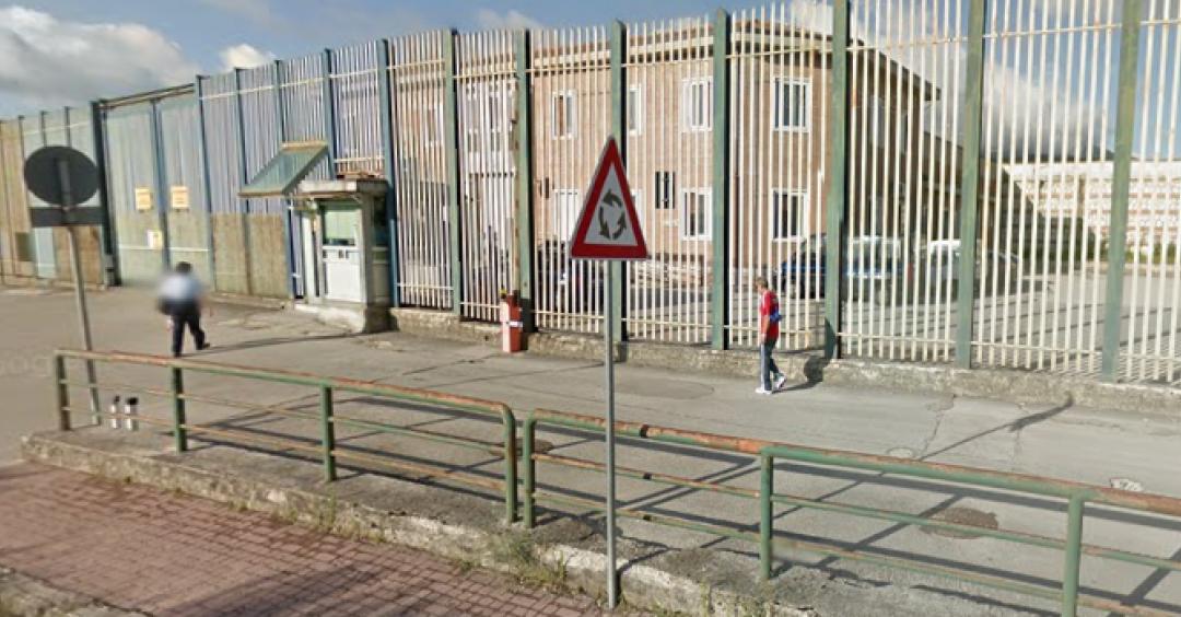 Scoperti telefonini nel penitenziario di Avellino