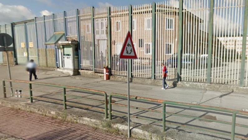 Carcere di Bellizzi Irpino, 6 microcellulari tra gli indumenti dei detenuti