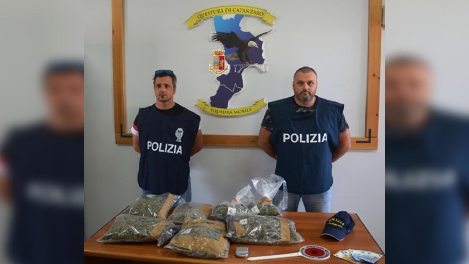 Quasi tre chili di marijuana nascosta in un garage  Due persone arrestate e una denunciata a Catanzaro