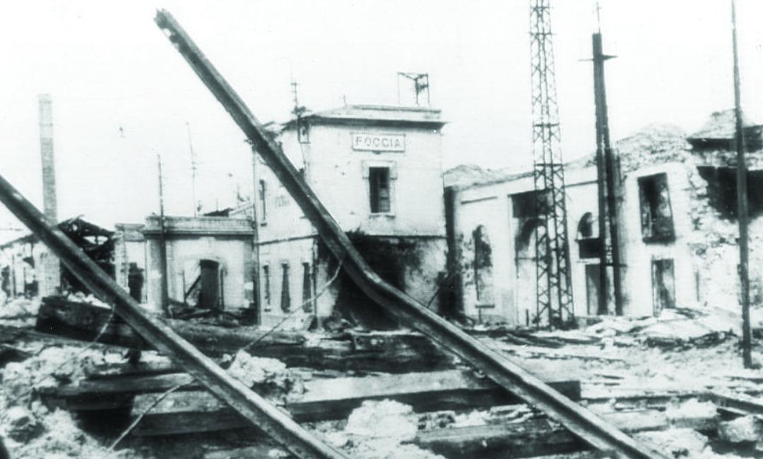 Uno scorcio della città di Foggia rasa al suolo dai bombardamenti alleati