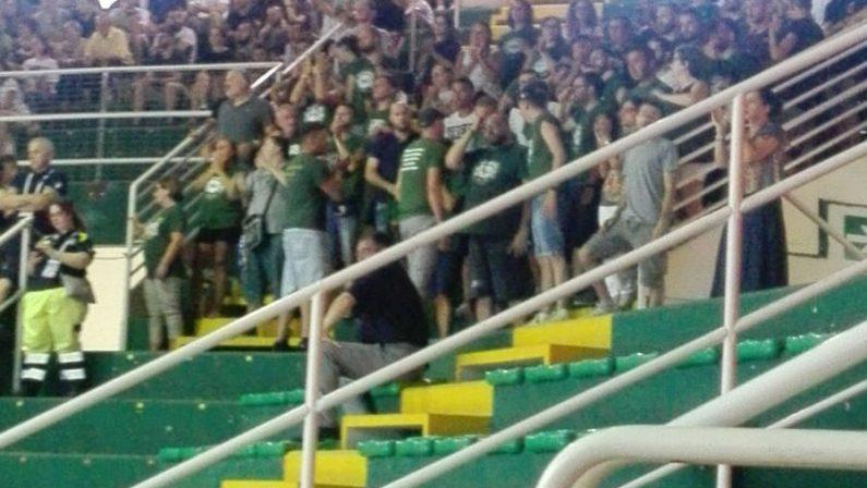 Basket Avellino, buio nero: De Cesare chiede la retrocessione e i tifosi protestano alle Universiadi
