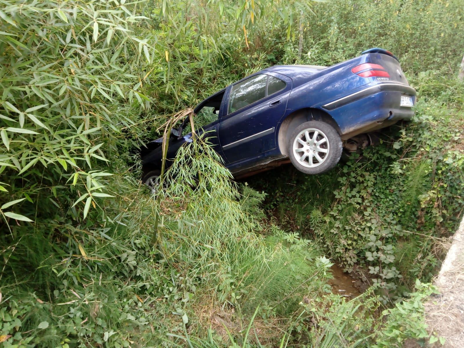 Incidente in provincia di Vibo, giovane finisce con l'auto in una scarpata