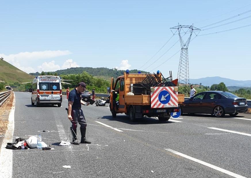 Incidente stradale sull'Autostrada A2 del Mediterraneo  Coniugi su una moto perdono il controllo, feriti in gravi condizioni