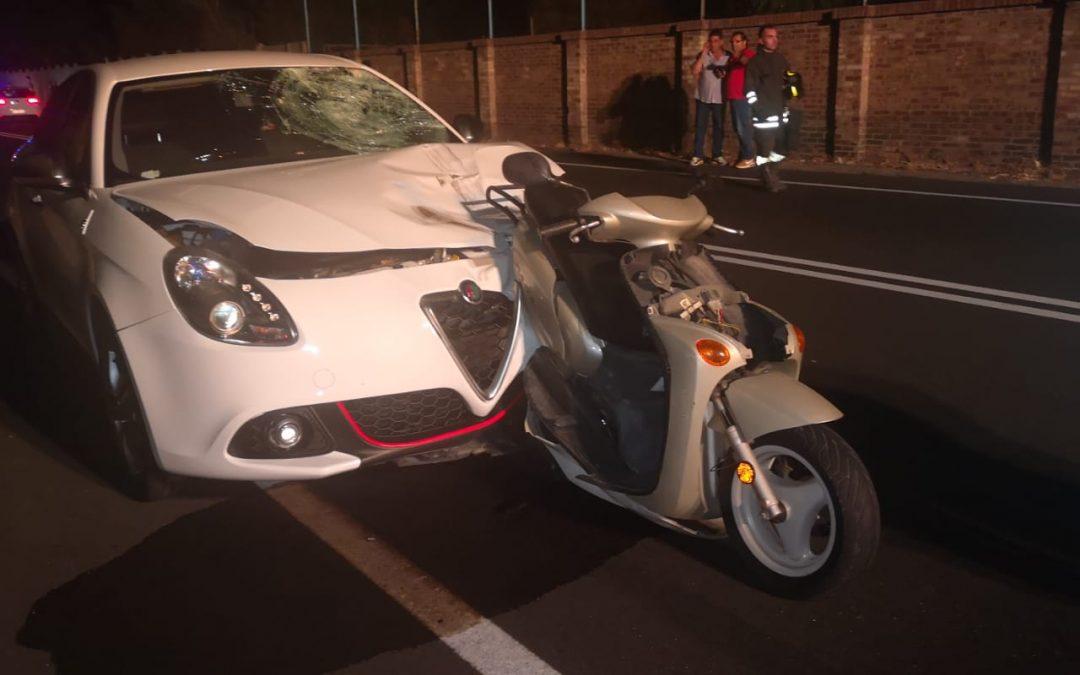 L'auto e lo scooter coinvolti nell'incidente