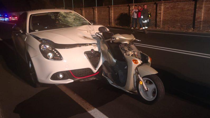 Auto tampona uno scooter, morto 40enne a Crotone  Grave il figlio di 12 anni che si trovava col papà