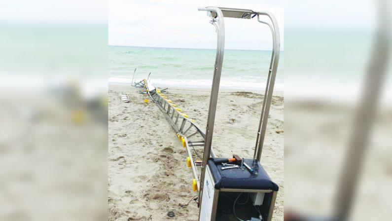 La furia del mare danneggia il sistema Seatrac del lido ValentinoMaltempo, l'appello della Cooperativa Zarapoti: «Dateci una mano»