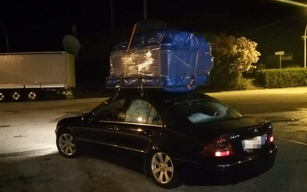 In auto dopo avere caricato un intero salotto  Multati nel Vibonese e viaggio ripreso senza mobili