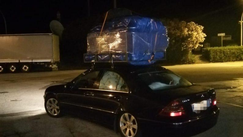 In auto dopo avere caricato un intero salottoMultati nel Vibonese e viaggio ripreso senza mobili