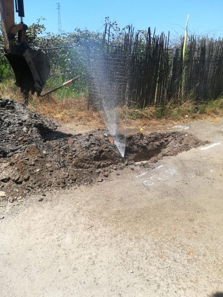 Allacci abusivi alla rete idrica nel Reggino, 12 denunceOltre al furto anche carenza d'acqua per la popolazione