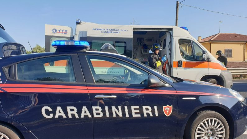 Scontro mortale tra un'auto e una moto nel Catanzarese, perde la vita un 25enne