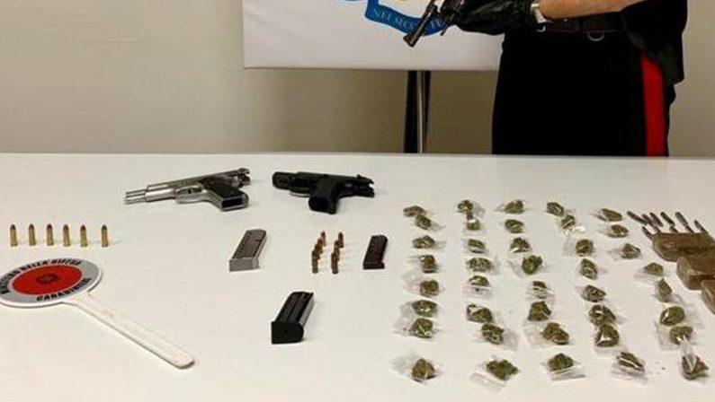 Napoli, sequestrate armi e droga nascoste in un palazzo