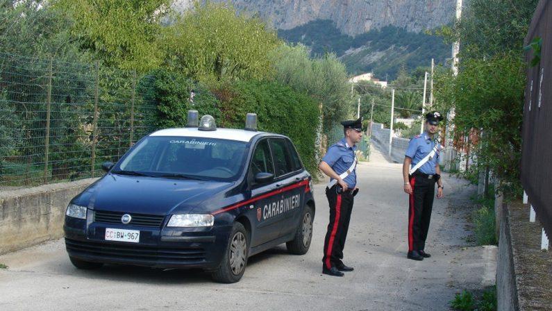 Investono il vicino di casa con un fuoristrada, padre e figlio arrestati per tentato omicidio nel Catanzarese