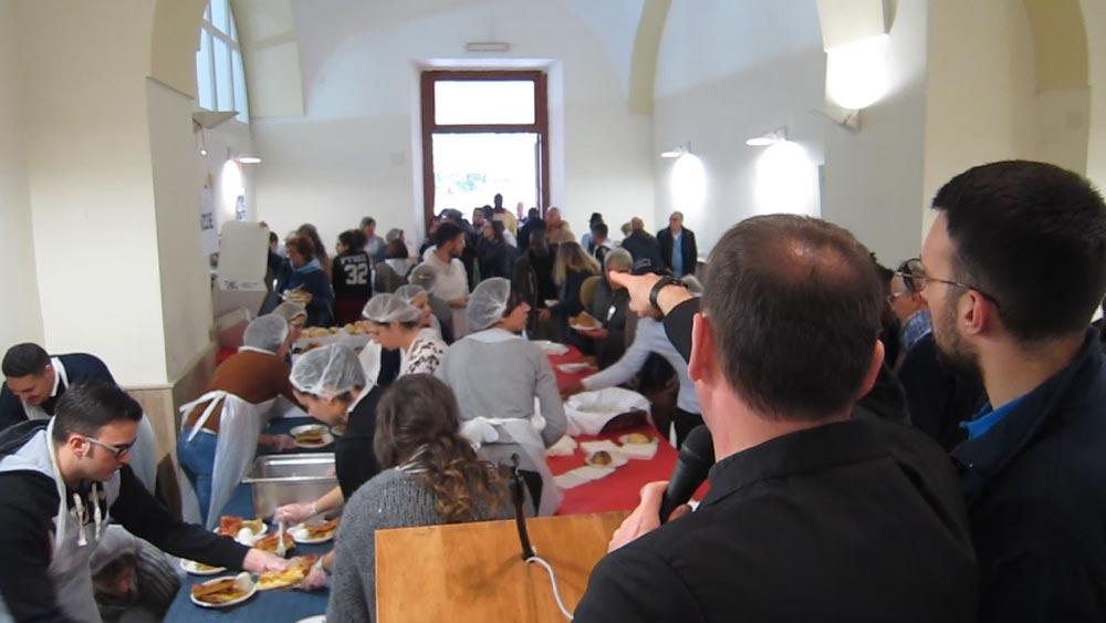 La mensa della Caritas Aversa resta aperta anche a luglio ed agosto