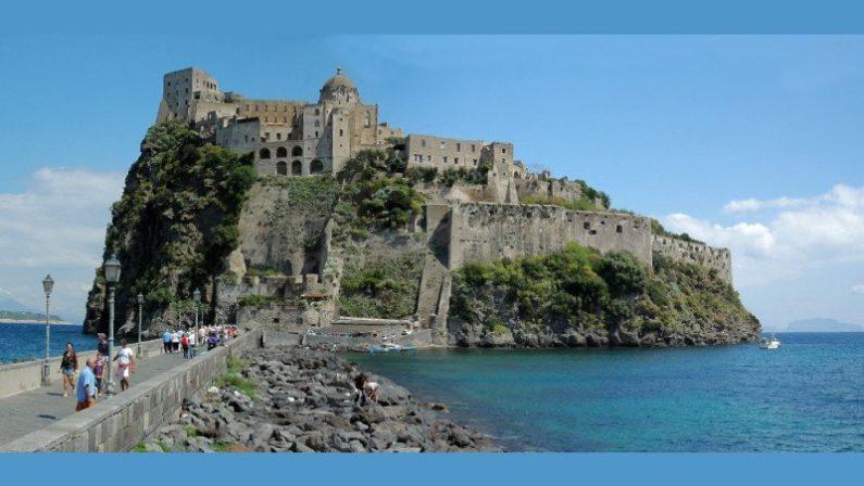 Ischia, sigilli al Castello Aragonese. arrestati due finanziari