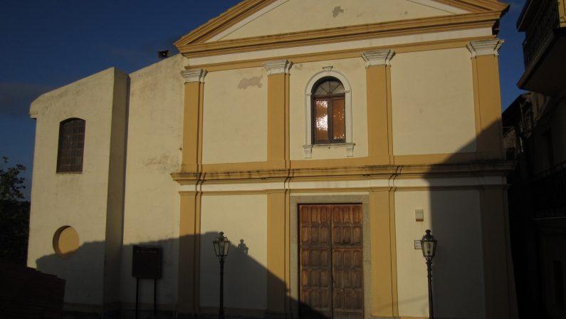 Resti di un bimbo murati in una chiesa del RegginoDopo le segnalazioni arrivati i carabinieri del Ris