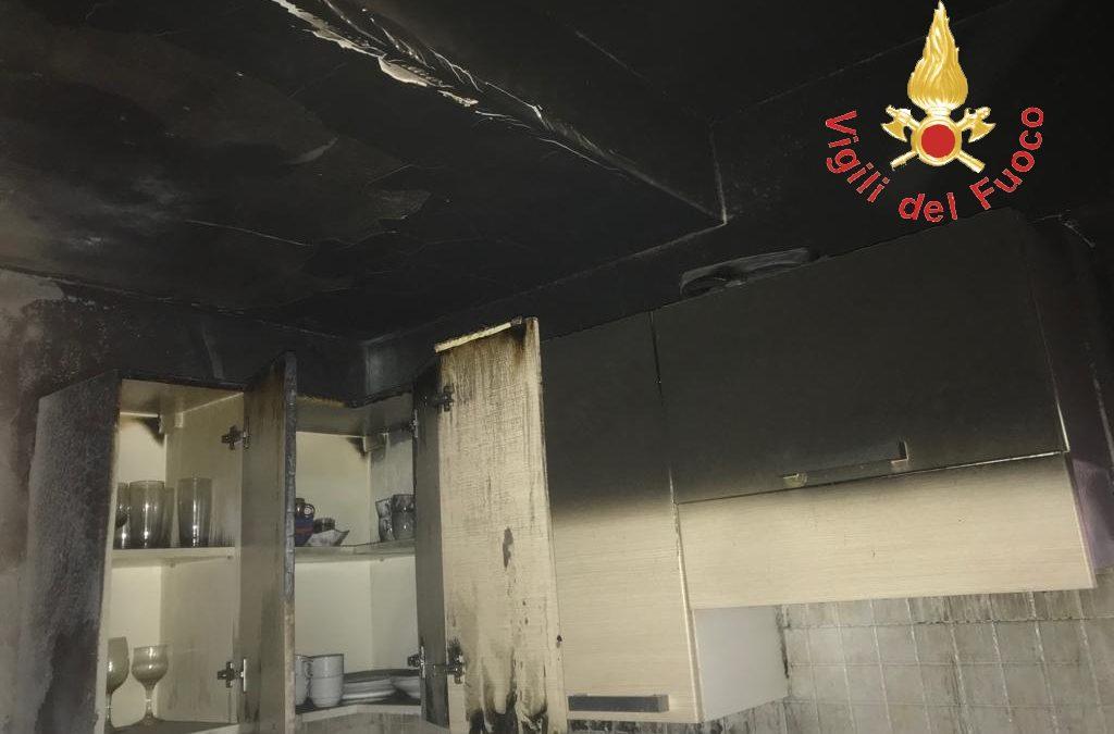 L'appartamento danneggiato dal rogo