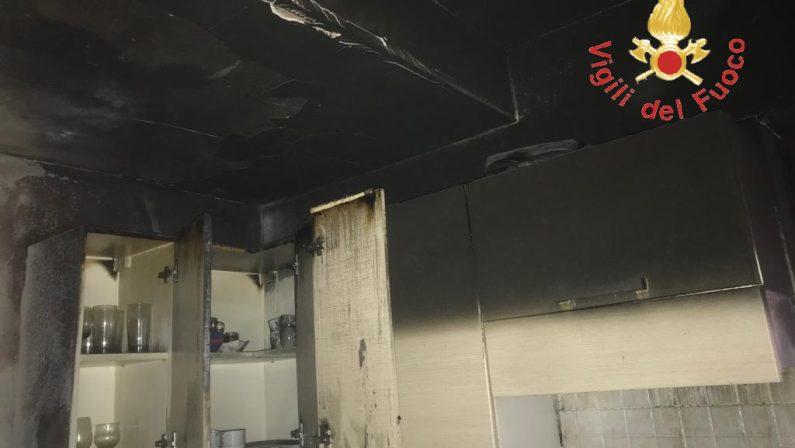 Incendio nell'appartamento di un villaggio turisticoPaura nel Catanzarese, danni ma nessun ferito