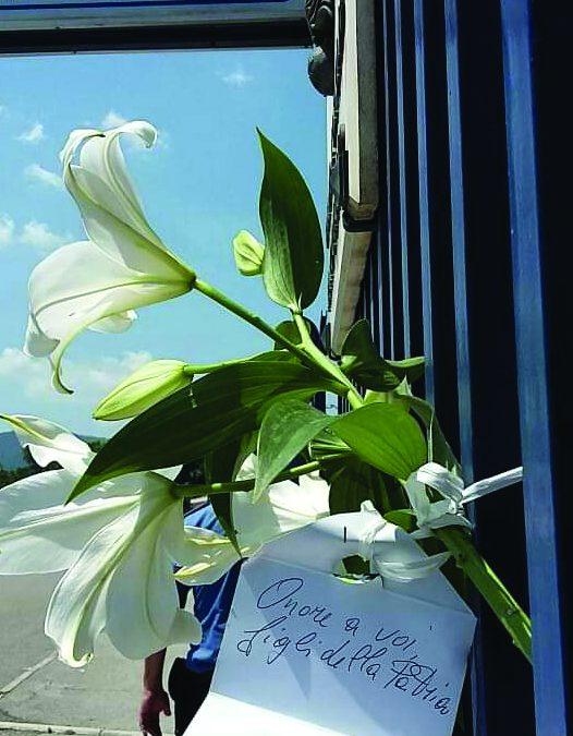 Anche in Irpinia l'onda di emozione dei cittadini per la tragedia di Roma Militare ucciso, fiori e messaggi ai Carabinieri