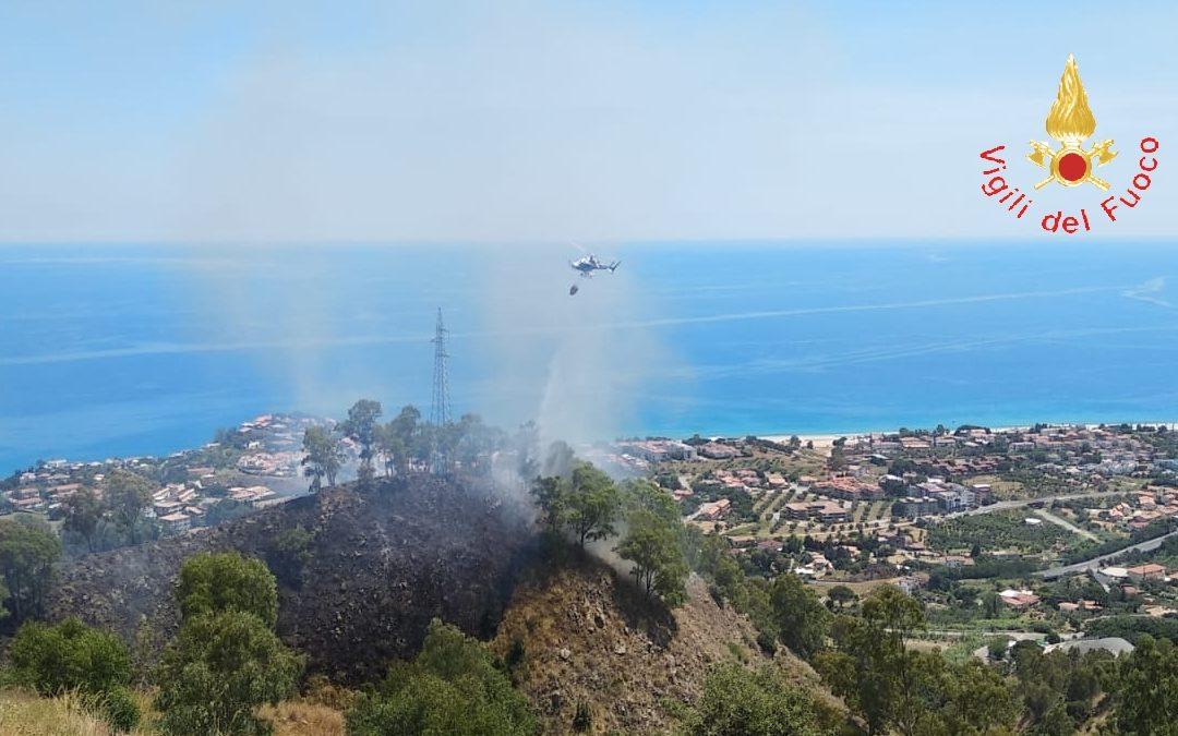 Uno degli incendi che ha interessato il Catanzarese