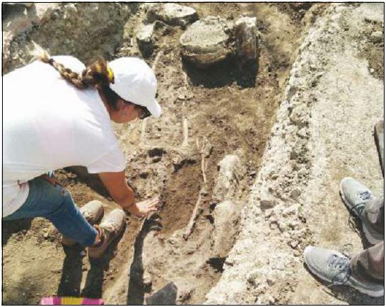 La tomba scoperta in via IV novembre