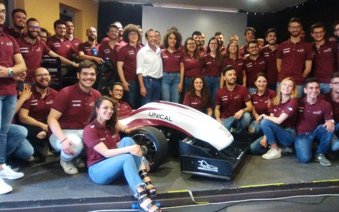 L'auto e il team del Reparto corse