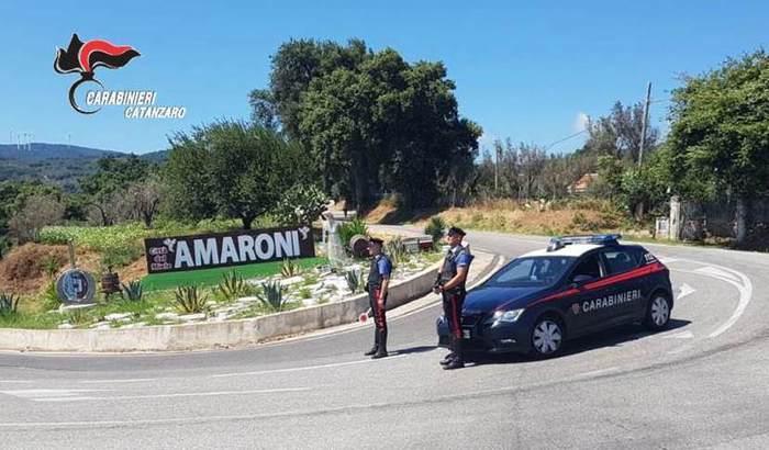 Aggredisce una donna a casa sua e poi rischia il linciaggioTragedia sfiorata ad Amaroni, quattro persone arrestate