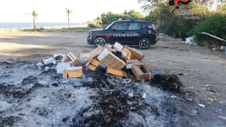 Rifiuti bruciati in un villaggio turistico nel Catanzarese  Carabinieri denunciano il titolare della struttura