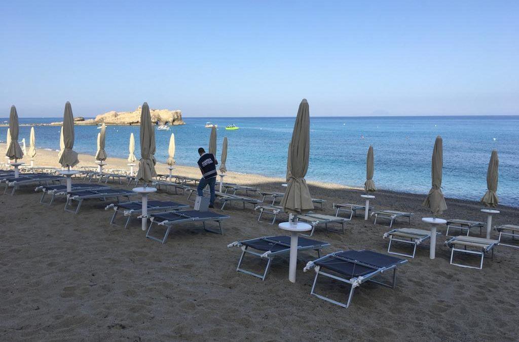 La guarda costiera all'opera sulla spiaggia