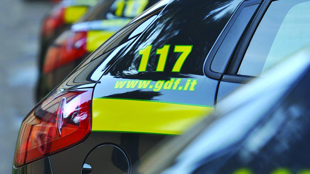 6 mila prodotti contraffatti e pericolosi sequestrati a Crotone  Blitz dei Baschi verdi della Guardia di Finanza, 3 denunce
