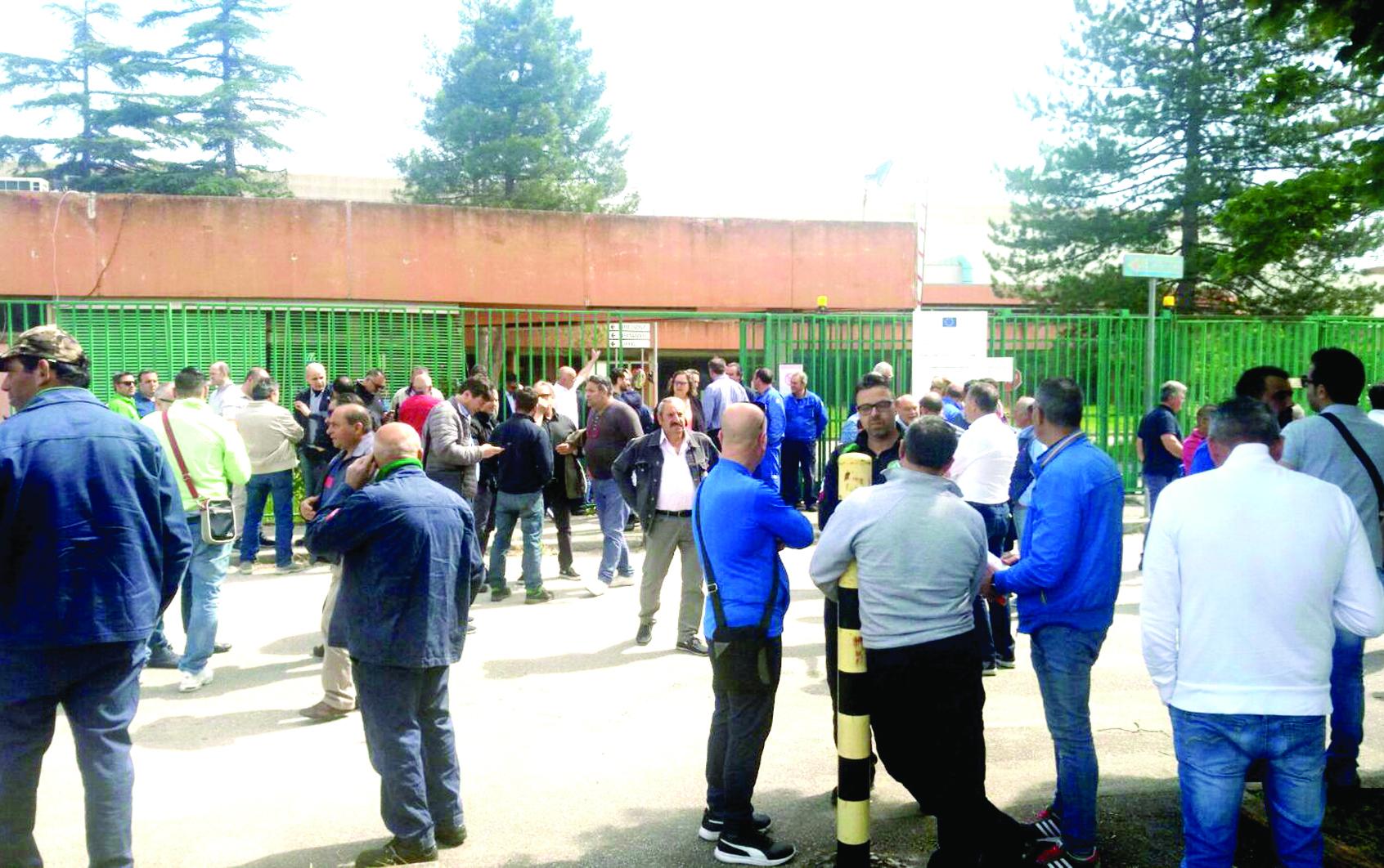 IIA: divisioni tra i sindacati, martedì incontro tra lavoratori e azienda per capire le mosse future
