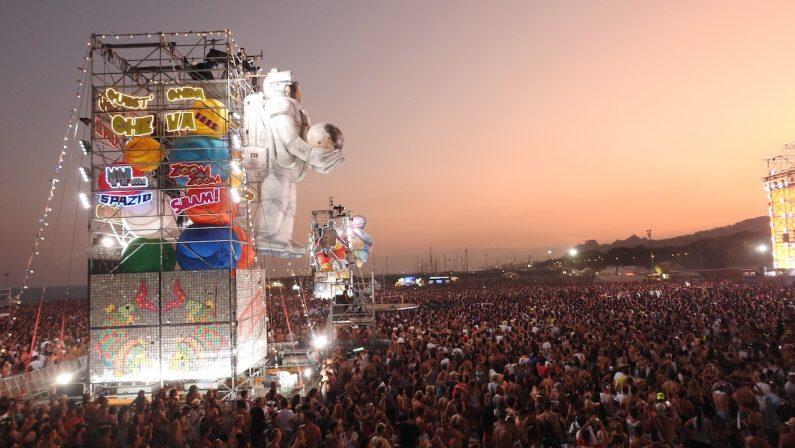 Roccella Ionica ombellico del mondo per un giornoIl successo della seconda tappa calabrese del Jova Beach Party