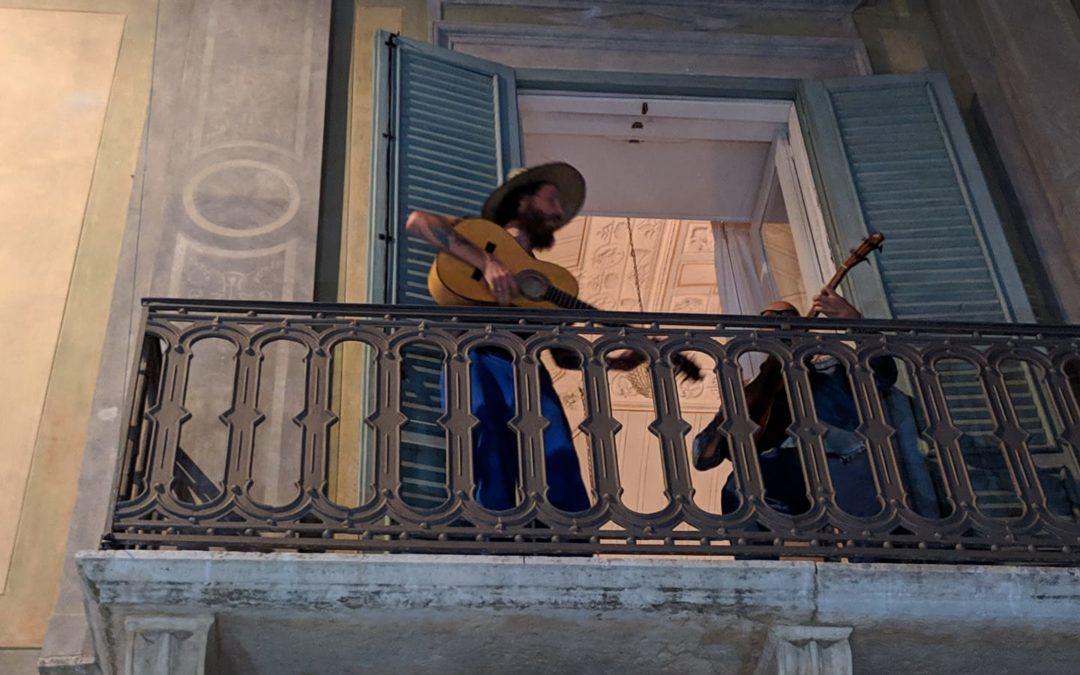 Jovanotti a Bernalda suona dal balcone del palazzo di Francis Ford Coppola