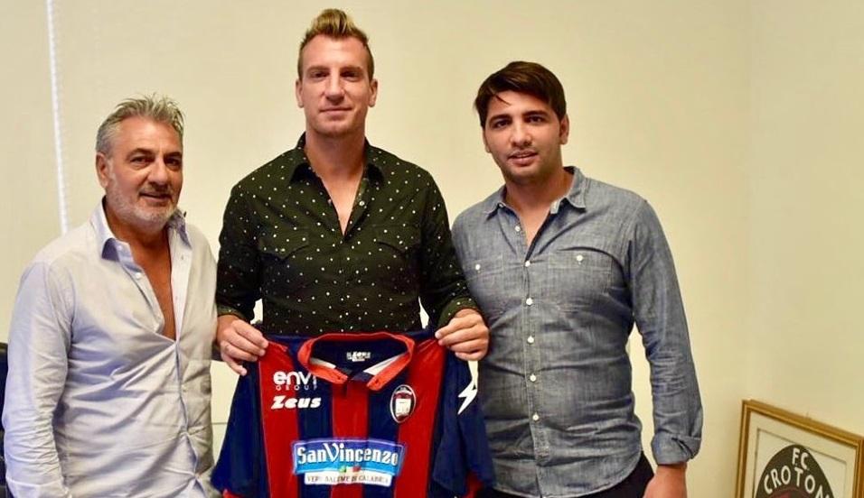 Serie B, il gran colpo del Crotone per l'attaccoUfficiale l'arrivo di Maxi Lopez, contratto firmato