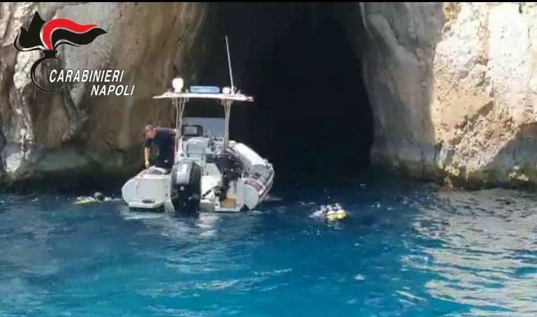 VIDEO – Immondizia a Capri, l'intervento dei carabinieri