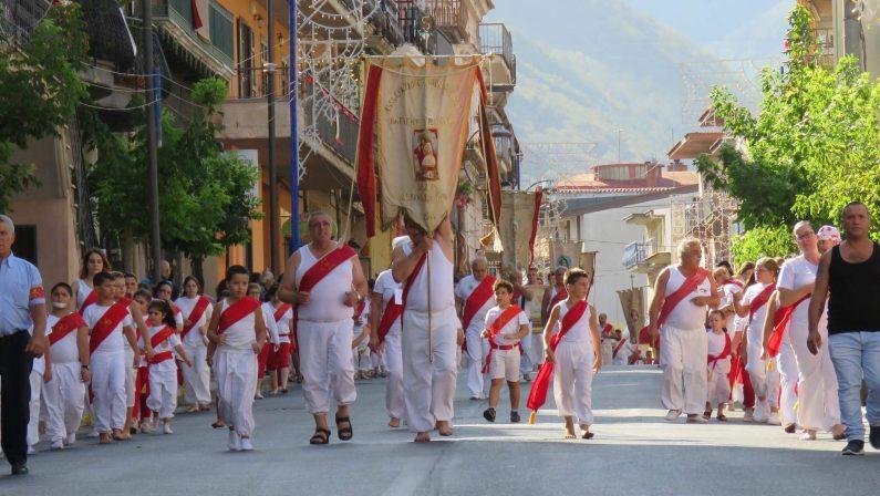 Mugnano del Cardinale, dramma durante il rito dei battenti: muore durante il corteo