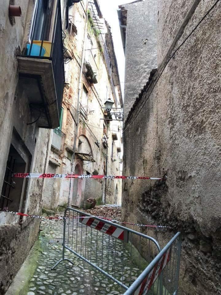 FOTO - Iniziativa per difendere il centro storico di Cosenza: il degrado e lo spopolamento