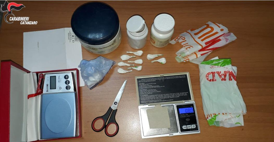 Fiumi di droga lungo la costa tirrenica catanzareseMarijuana e cocaina offerti come aperitivo, 4 arresti